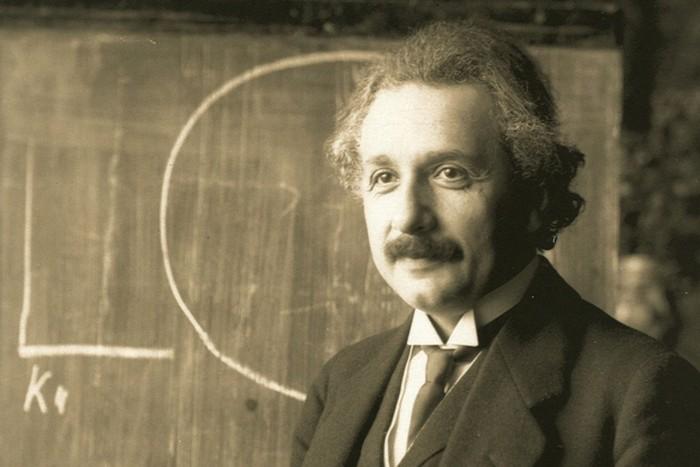 Нобелевская премия за открытие закона фотоэлектрического эффекта.