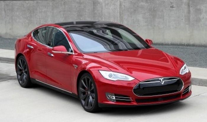 Электромобиль Tesla Model S P90D.