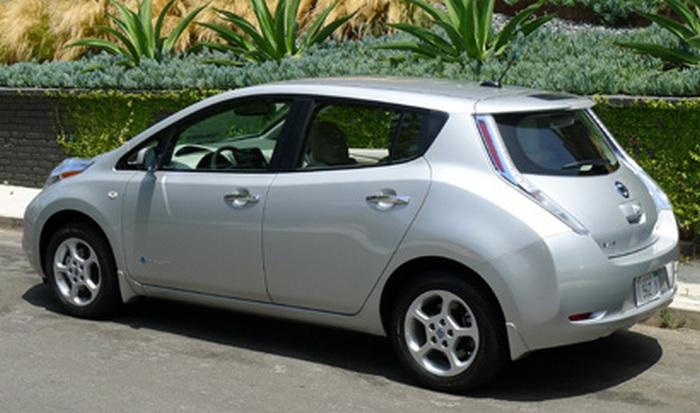Электромобиль Nissan Leaf.
