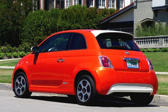Электромобиль Fiat 500e.