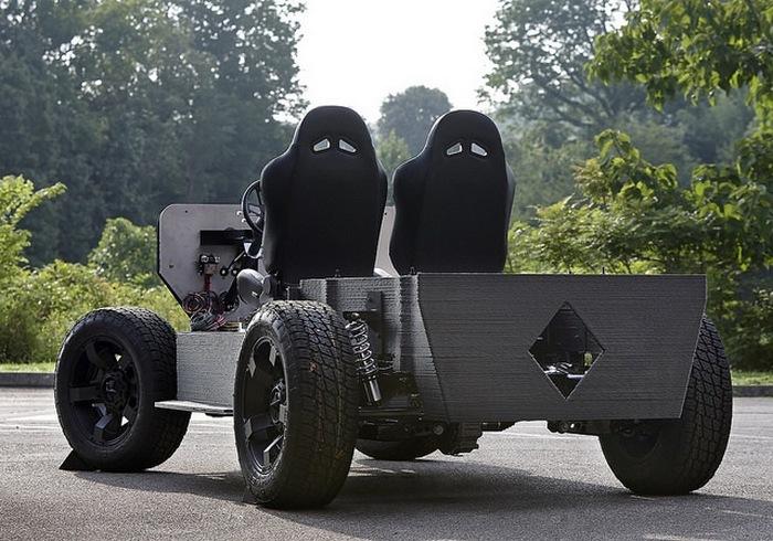 Немного странный автомобиль.