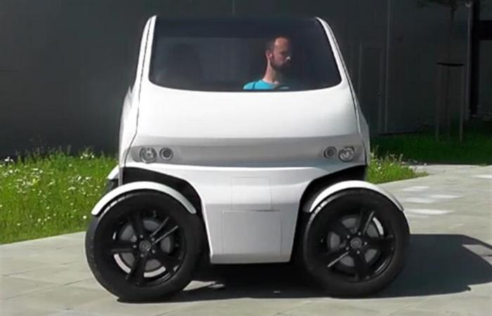 Автомобиль с уникальным выворотом колёс.