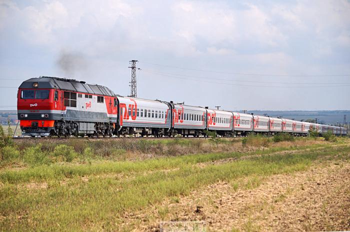 Пассажирские локомотивы умеют быстро разгоняться и тормозить. |Фото: pskovrail.ru.