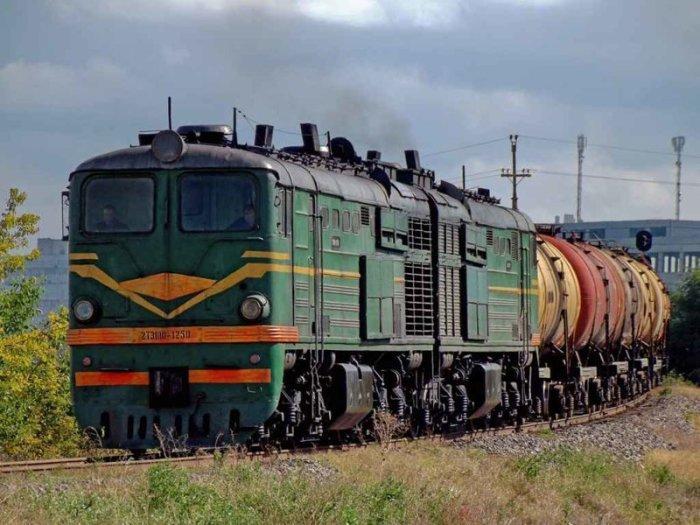 Таскать пассажирские вагоны таким не выгодно. |Фото: menstois.ru.