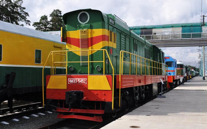 Маневровый локомотив - самый маленький. |Фото: livejournal.com.
