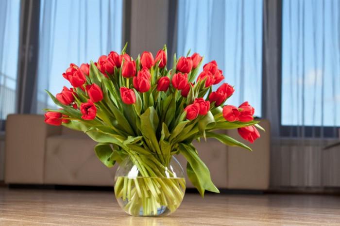 Цветы не всегда универсальный подарок.
