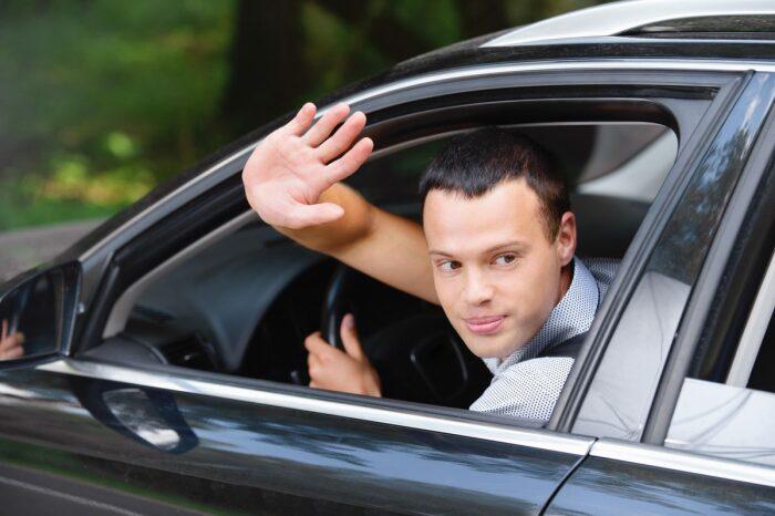 Водительские жесты стоит знать каждому. |Фото: drive2.com.