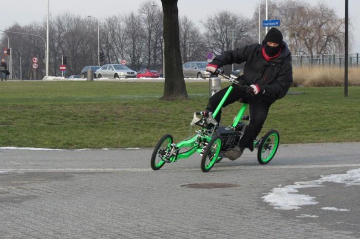 Скутер для экстремальных поворотов.