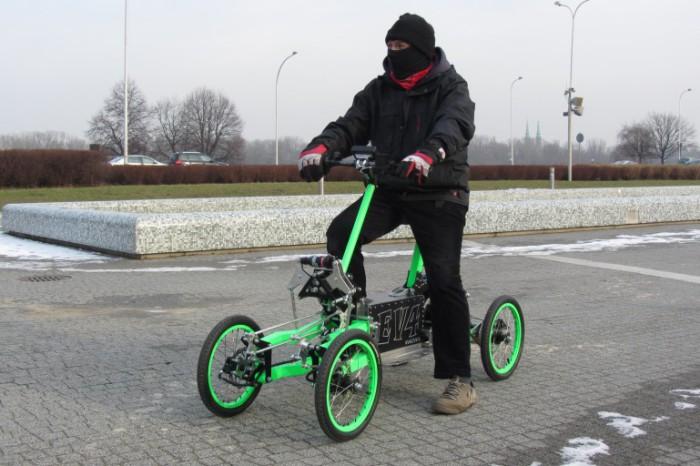 Скутер Яцека Скопински: быстро, безопасно, экстремально.