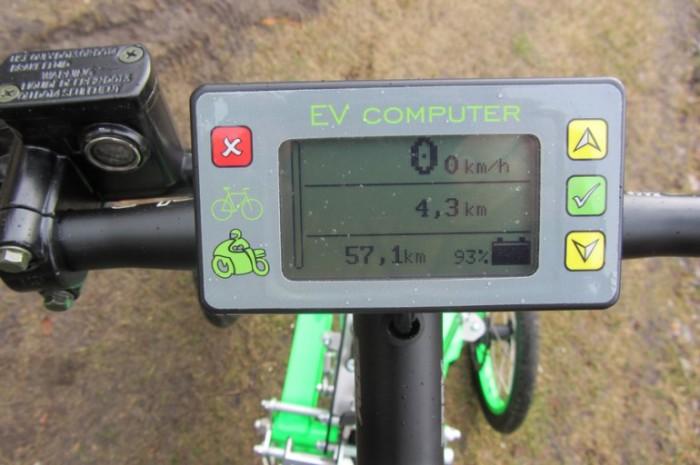Информация на дисплее скутера.