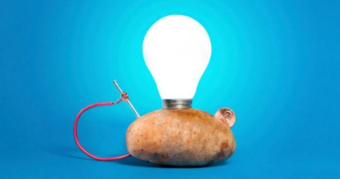 Картофель вместо батарейки.