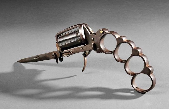 Удивительное оружие созданное человеком за века.