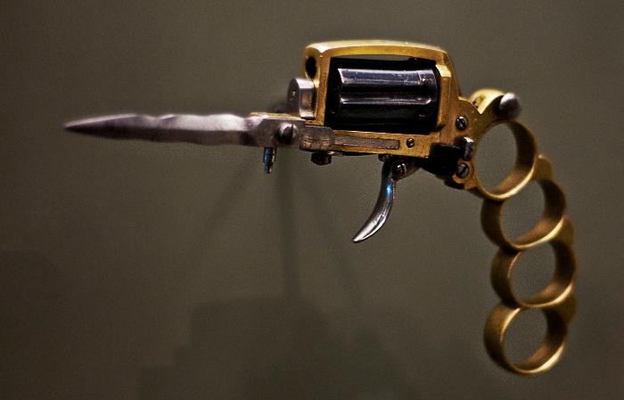Коварный пистолет.