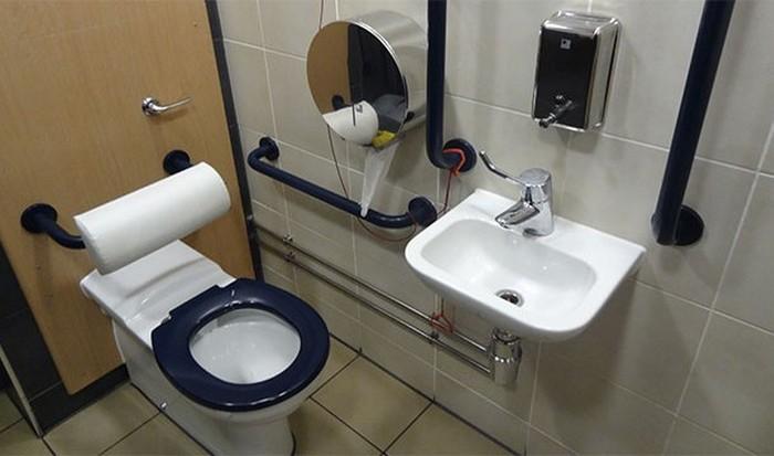 Причина гибели - туалет.