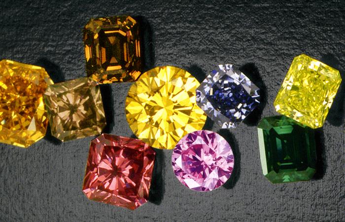 Цвет алмаза обычно бледно-желтый.