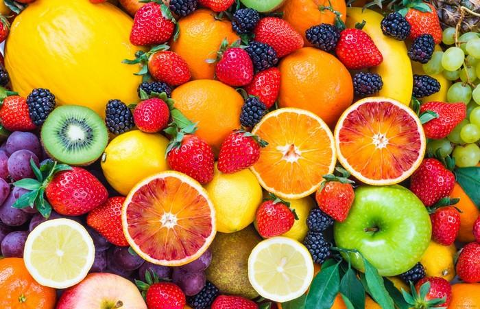 Сладкие, освежающие, вкусные фрукты...