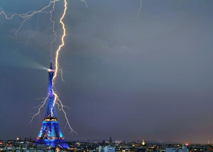 Лженаучный факт: молния не ударяет в одно место дважды.
