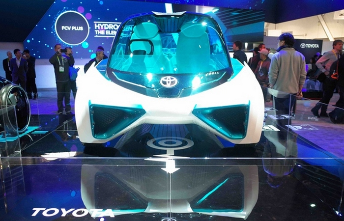 Toyota FCV Plus.