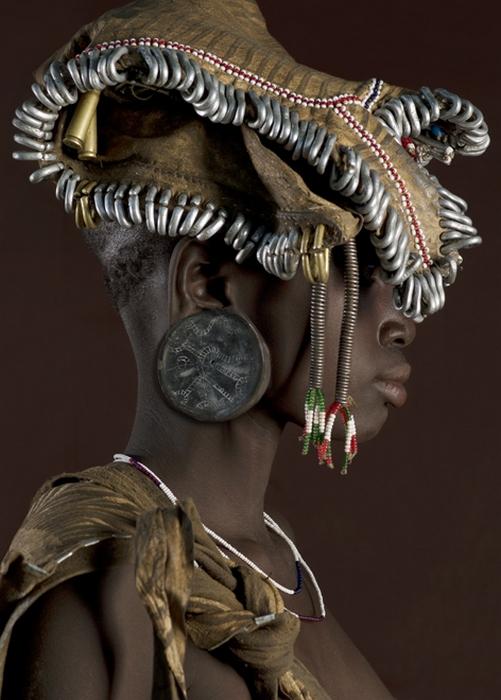 Модница из эфиопского племени.