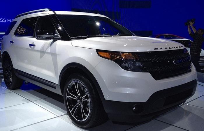 Ford Explorer Sport.