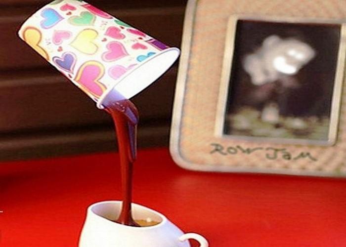 Настольная лампа в виде чашки кофе.