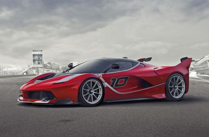 Ferrari FXX К - автомобиль, полный крайностей.