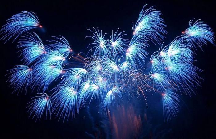 Синий - самый труднодостижимый цвет фейерверка.