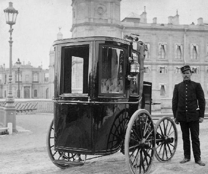 Первый русский электромобиль и его создатель Ипполит Романов.