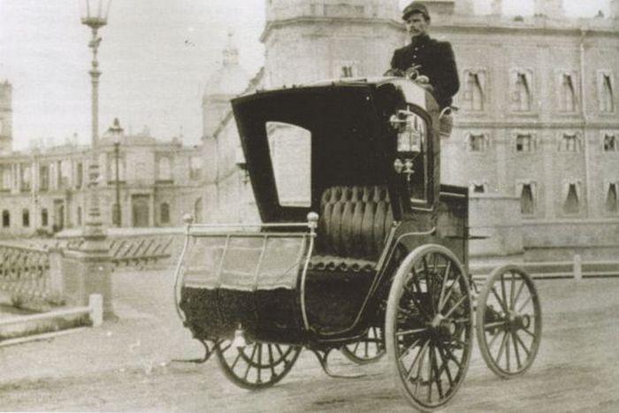 Первый российский автомобиль за электрическом ходу.