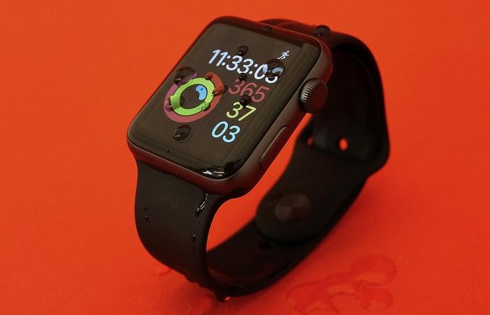 Фитнес-трекер: Apple Watch Series 2.