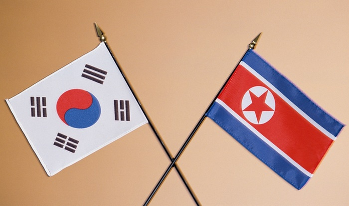 Флаги Северной и Южной Кореи.