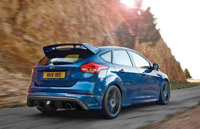 Ford Focus RS. Вид сзади.