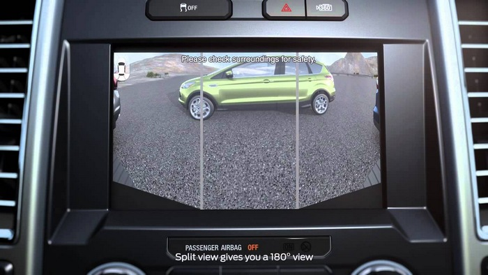 Экран в салоне авто.