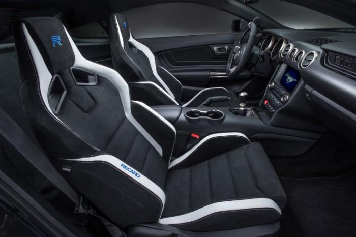 Стильный салон Shelby GT350R Mustang.