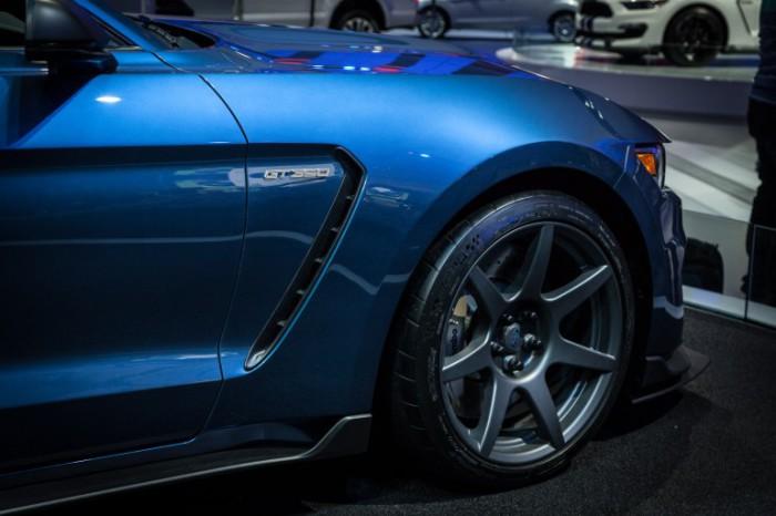 Стильные колёсные диски Shelby GT350R Mustang.
