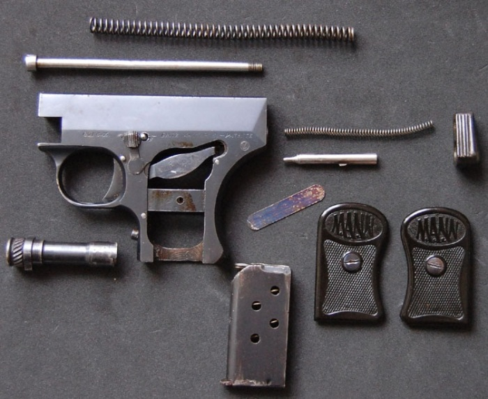 Пистолет достаточно легко разбирался. |Фото: ya.ru.