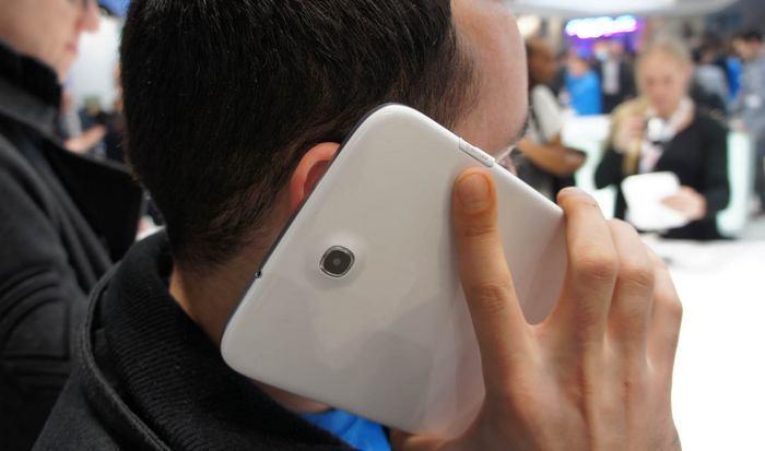 Сегодня смешно: телефоны будут становиться все меньше.