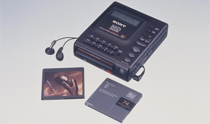 Сегодня смешно: за мини-дисками будущее музыки.