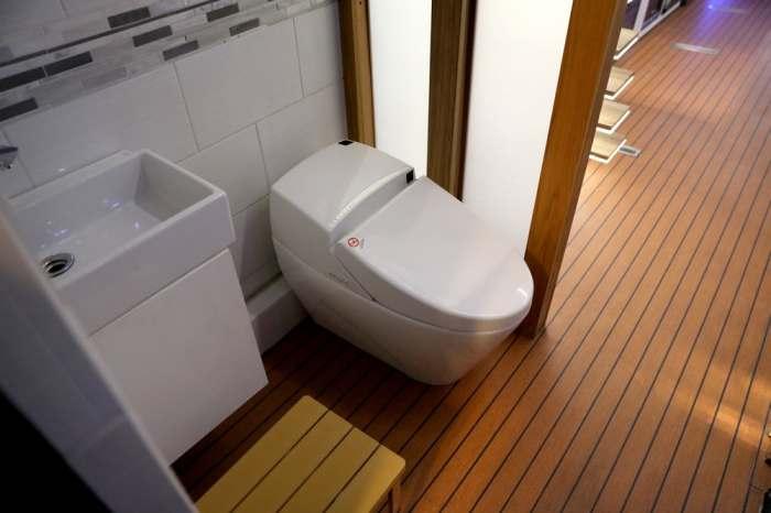 Даже туалет в Furrion лучше, чем дома.