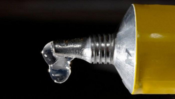 Футуристичное предсказание: гвозди и молотки будут заменены суперклеем.