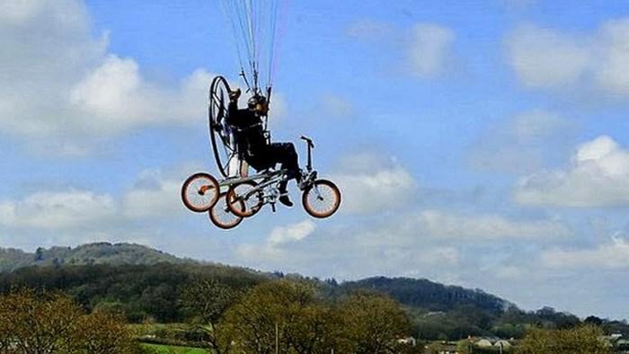 Футуристичное предсказание: автомобили будут заменены на летающие велосипеды.