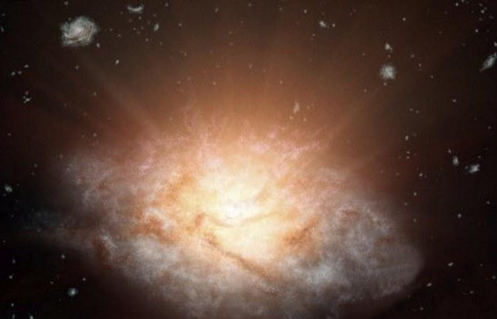 Невероятно яркая галактика.