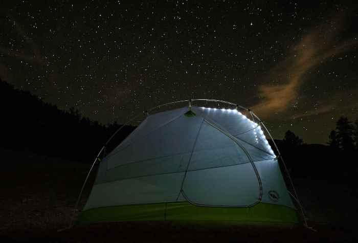 Палатка Big Agnes Rattlesnak со светодиодами.