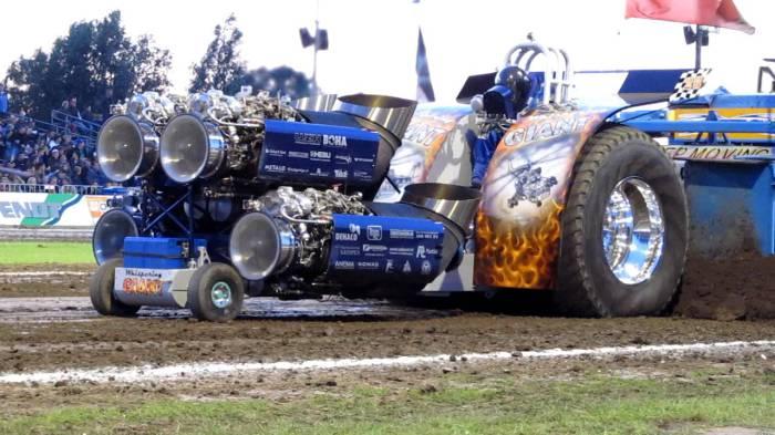 Трактор с газовой турбиной.