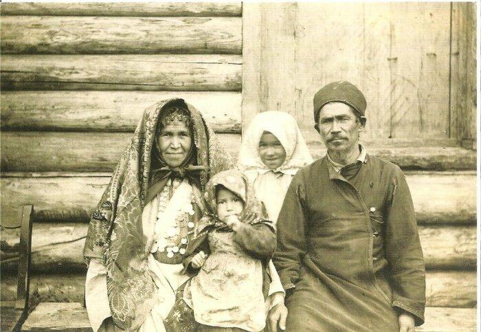 В империи  жило множество народов и у многих была своя обувь.  Фото: tatar-ile.livejournal.com.