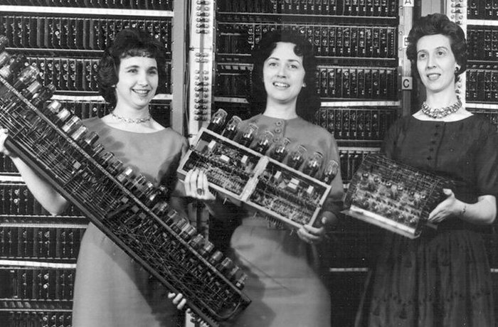 Сейчас: компьютерщики и программисты - молодые мужчины.