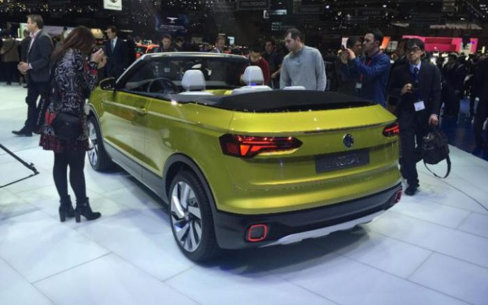 Автомобиль Volkswagen T-Cross Breeze.