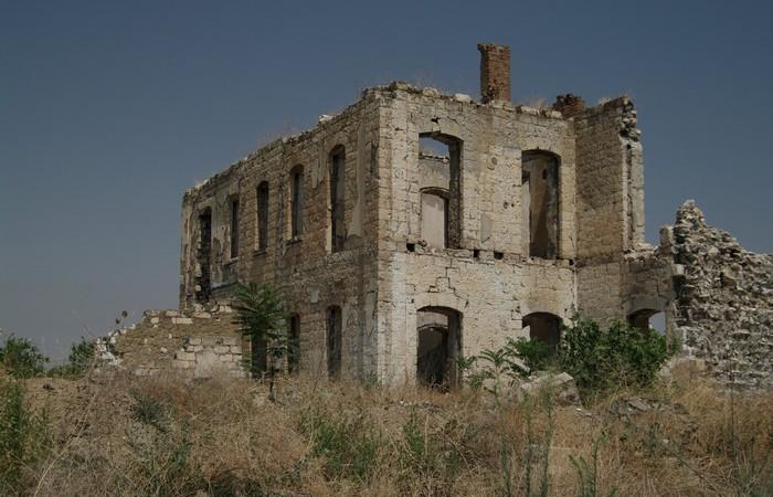 Заброшенный город Агдам.
