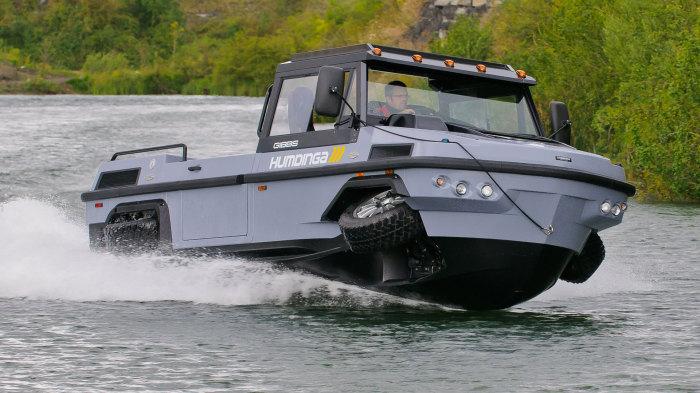 Gibbs Amphitrucks: грузовик, вездеход и плавсредство.