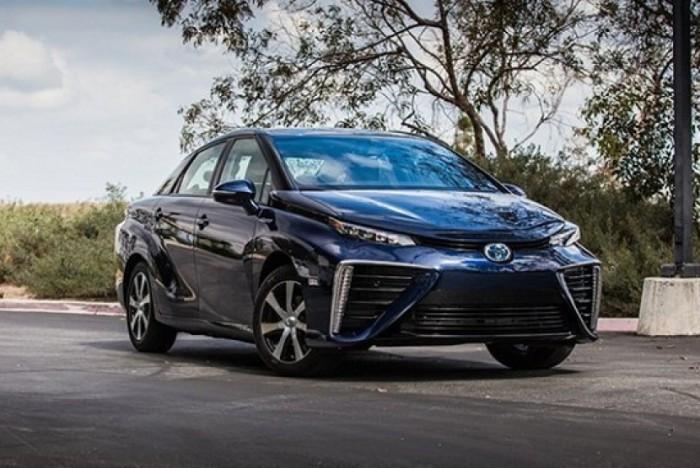 Toyota Mirai - футуристический красавец.